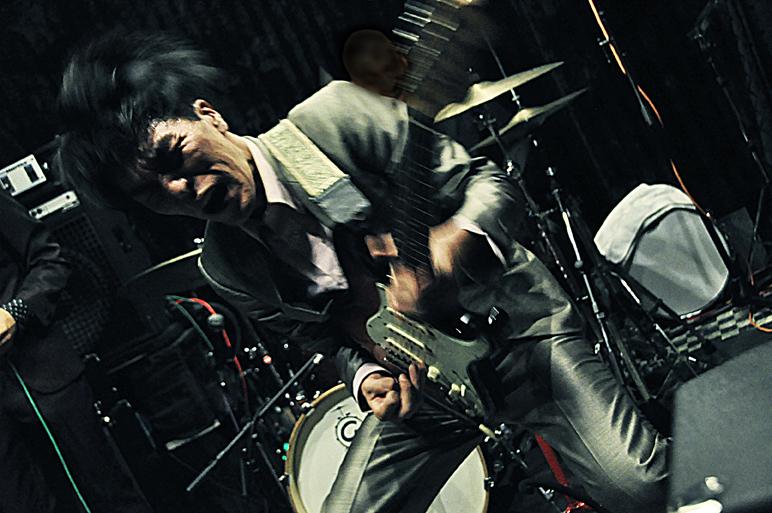 Live at aja (photo by Atsushi Fukushima)